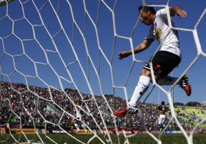 Paredes_gol_malla_ColoColo_PS