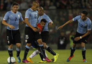 Alexis_Chile_Uruguay_PS_foul