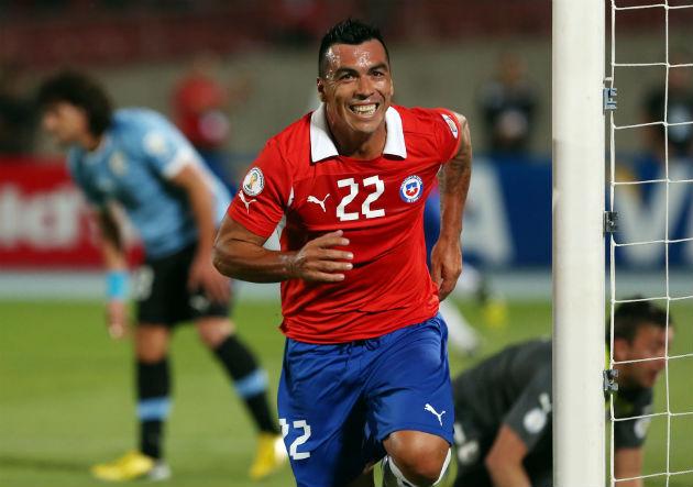 Chile_Paredes_gol_Uruguay_2013
