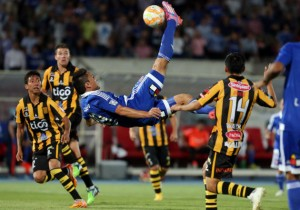 Canales_chilena_UdeChile_TheStrongest_PS