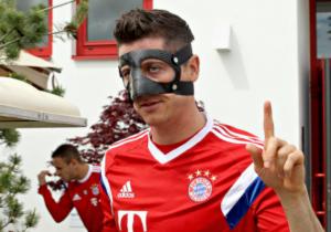 Lewandowski_mascara_Bayern_2