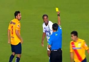 Ronaldinho_amonestado_Queretaro_2015