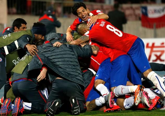 Abrazo_Chile_Uruguay_Copa_America_PS