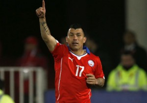 Gary_Medel_apunta_Chile_PS_2015