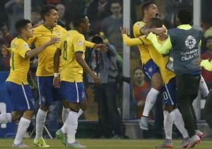 Thiago_Silva_gol_Brasil_2015_PS._3jpg