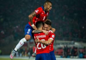 Vargas_gol_Chile_abrazo_2015_PS