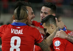Vargas_gol_Chile_abrazo_2015_PS_2