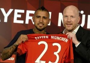 Arturo_Vidal_presentado_Bayern_2015_2