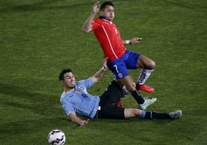 Fucile_Alexis_foul_Uruguay_Chile_2015_PS