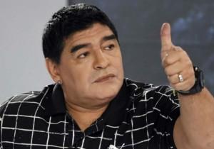 Maradona_dedo_Argentina_2015