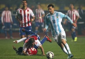 Messi_paraguayos_suelo_2015