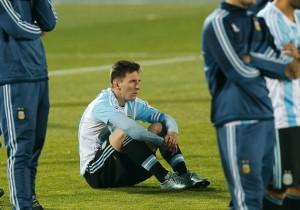 Messi_sentado_final_Copa_America_PS