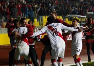 Perú_Paraguay_Abrazo_Gol_Copa_America_PS