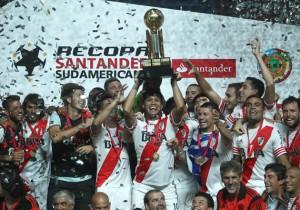 River_Celebración_Recopa_Sudamericana_2015