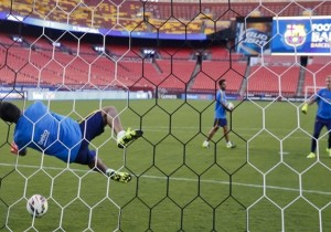 Suarez_Penal_Ter_Stegen_Barcelona_Entrenamiento