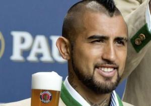 Arturo_Vidal_cerveza_Bayern_2015_00