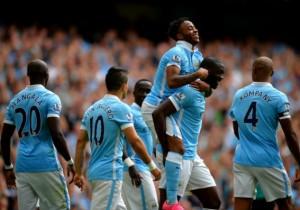 Manchester_City_celebra_Sterling_2015