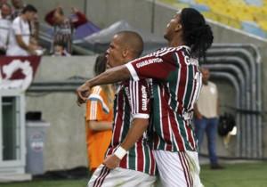 Ronaldinho_celebra_gol_Fluminense_2015