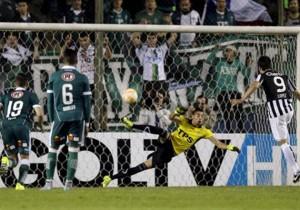 Santiago_Wanderers_Libertad_Gol_Penal_Sudameiricana_2015
