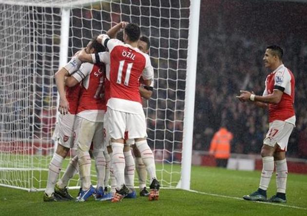 Arsenal_Everton_Gol_Alexis_Aplaude