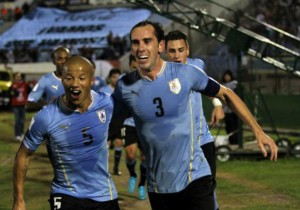 Diego_Godin_gol-Uruguay_2015