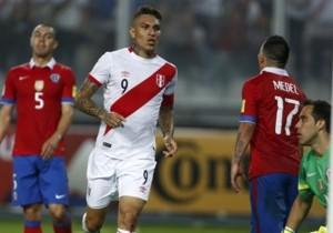 Guerrero_Gol_Peru_Chile_2015