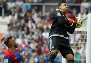 Keylor_Navas_atrapa_Real_Madrid_2015