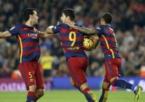 Suarez_celebra_Sergio_Busquets_Barcelona_Eibar_2015