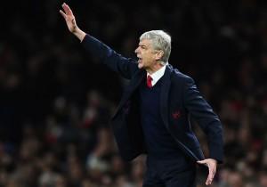 Arsene_Wenger_Arsenal_dirigiendo_2015