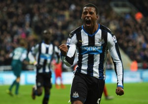 Newcastle_Wijanldum_celebra_2015