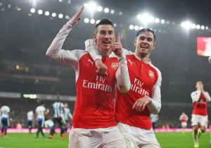 Arsenal_Newcastle_celebran_Koscielny_2016