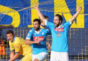 Frosinone_Napoli_Higuain_celebra_2016
