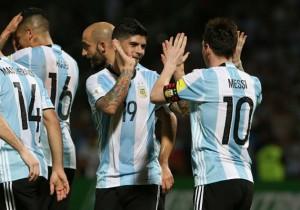 Banega-Messi-Argentina_celebran_2016