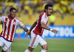 Ecuador_Paraguay_Benitez_Lezcano_celebran_2016
