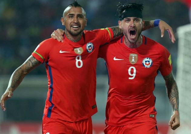 Pinilla_Vidal_gol_Chile_Venezuela_marzo_2016_ANFP