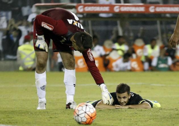 Tonso_fallo_ColoColo_Mineiro_PS_2016