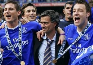Chelsea manager Mourinho lifts the English Premier League soccer trophy with Gudjohnson, Lampard and ...