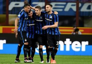 Inter_Napoli_Medel_y_sus_amigos_2016