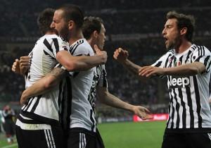 Milan_Juventus_celebran_Marchisio_Mandzukic_2016