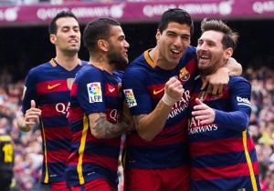 Barcelona_Espanyol_Suarez_celebra_amigos_2016