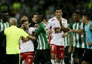 Pelea_Huracan_Nacional_Libertadores_2016