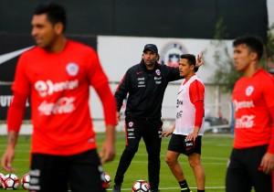Seleccion Entrenamiento Copa America 7 Pizzi ALexis Sanchez