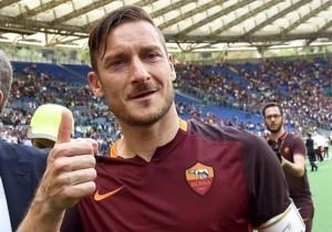 Totti_Roma_Saludo_1