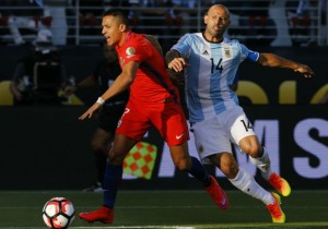 Alexis_Chile_Argentina_Copa100_2016_PS_0