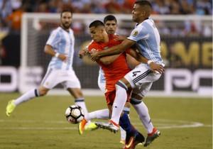 Alexis_Chile_Mercado-Argentina_Copa100_2016_PS