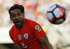 Beausejour_Chile_Argentina_Copa100_2016_PS