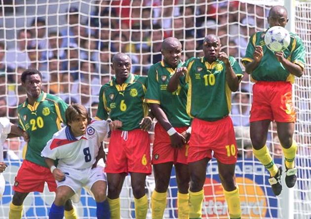 Cameroonese Salomon Olembe (#20), Pierre Njanka (#