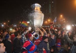 Chile_hinchas_festejo_Copa100_PS_17