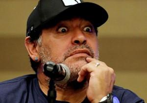 Diego_Maradona_ojos_Argentina_2016