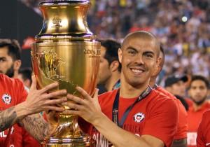 Francisco_Silva_trofeo_Copa100_ANFP_2016